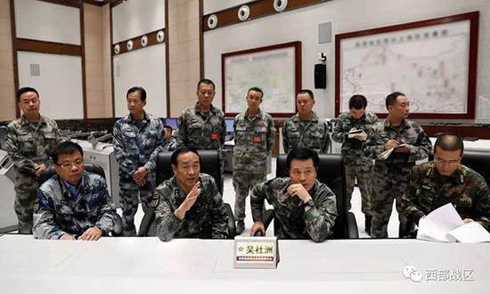 战区首长坐镇联指中心组织指挥抢险救援