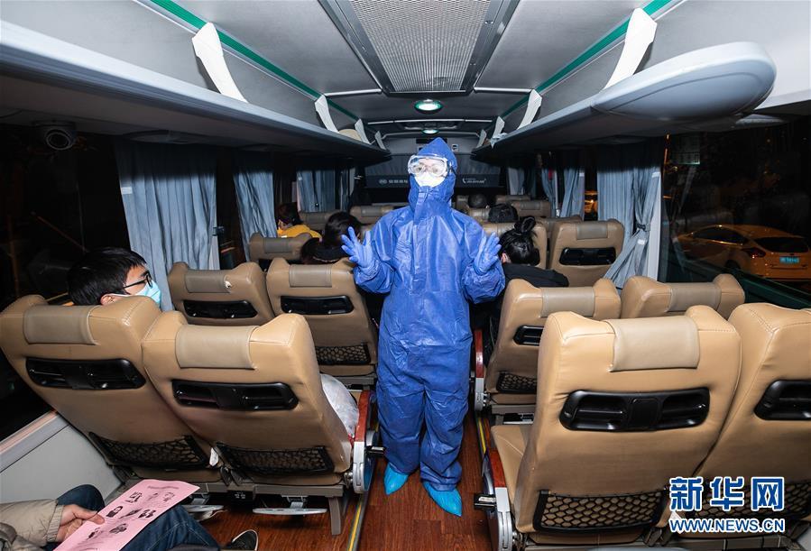 包车接员工返岗 助力企业复工复产